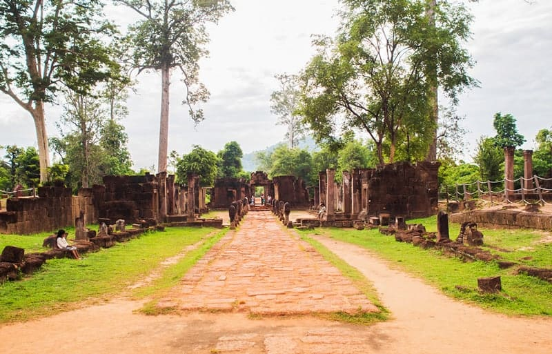 Pathway to Banteay Srey Temple
